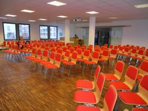 Optische und räumliche Veränderung in unserem Gemeindesaal. Foto: Heinke Rauscher