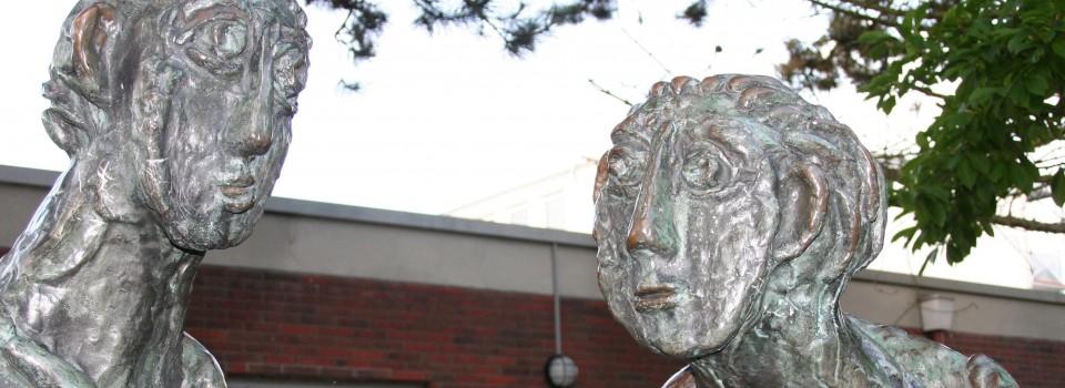 """Skulpturen im """"Gespräch"""""""