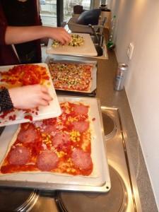Gemeinsam Pizzabacken macht Spaß!