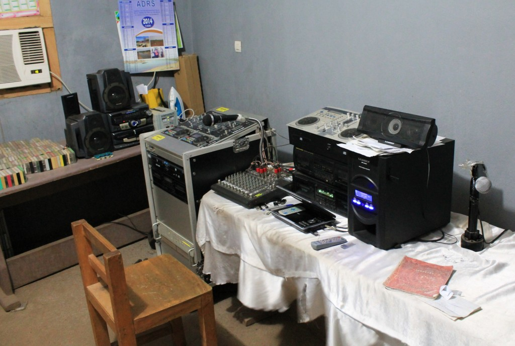 Eine kleine Radiostation in Mali. Foto: Regina Apel