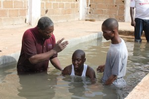 Eine Taufe in Mali. Foto Regina Apel
